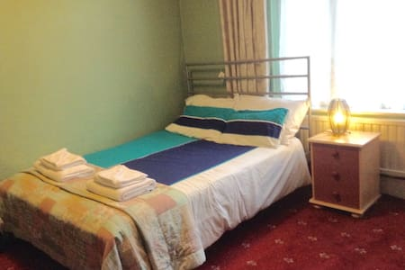 Spare room 30 minutes away from Central London - London