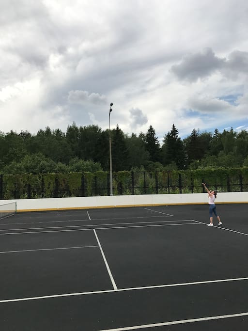 Tennis court (preliminary registration is necessary) There are tennis rackets for rent