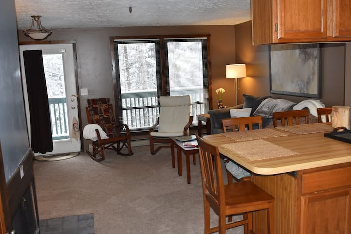 """A Stone's Throw"" CozyCondo*Steps~Skiing/Boarding"