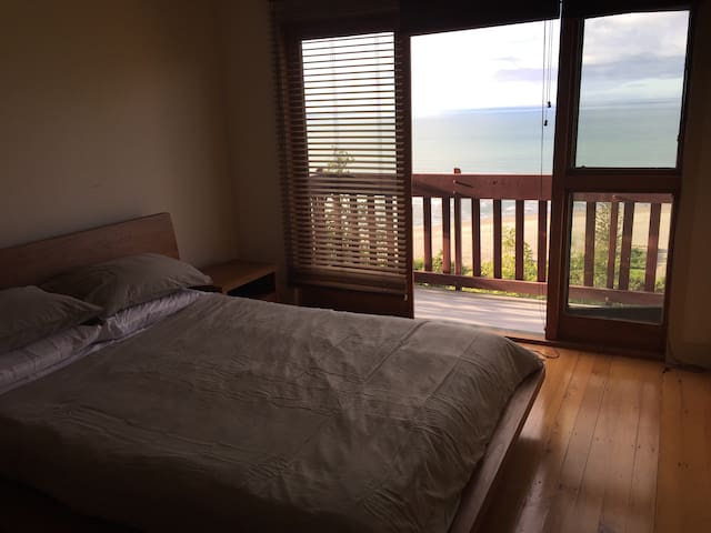 Bedroom - queen bed with electric blanket
