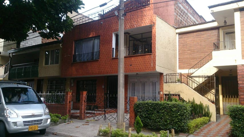 Relaxed house in La Paz Envigado Medellin - Envigado - House