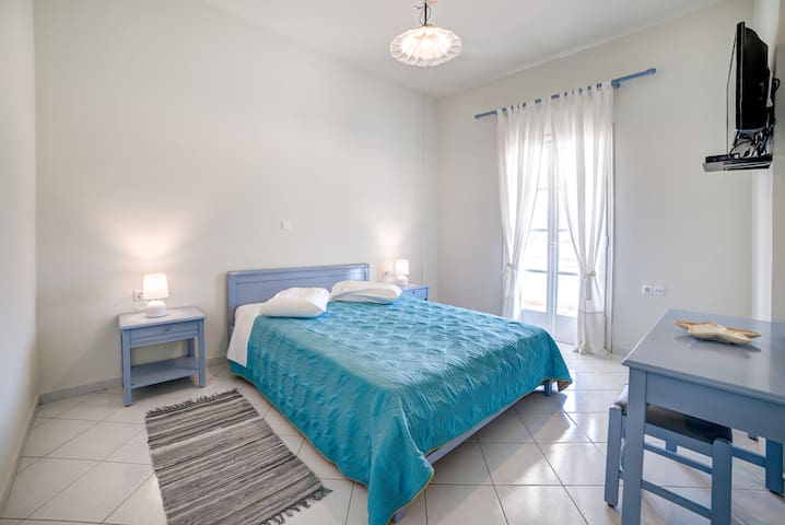 MONOLiTHIA Superior Apartment