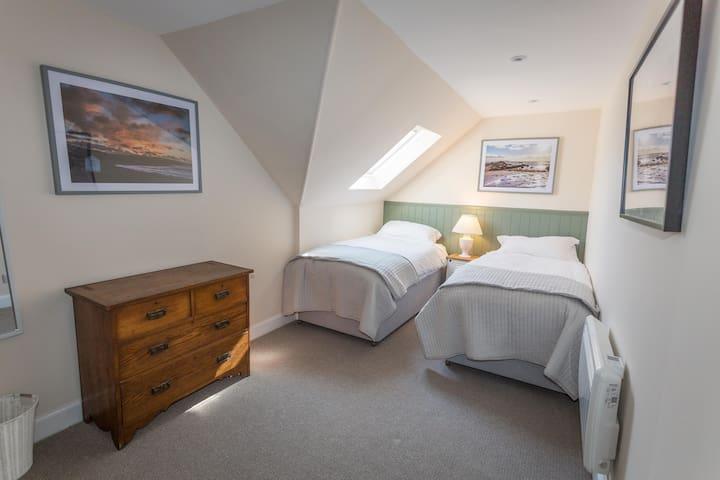 Bedroom 2 Zip and Link Super Kingsize bed or 2x singles