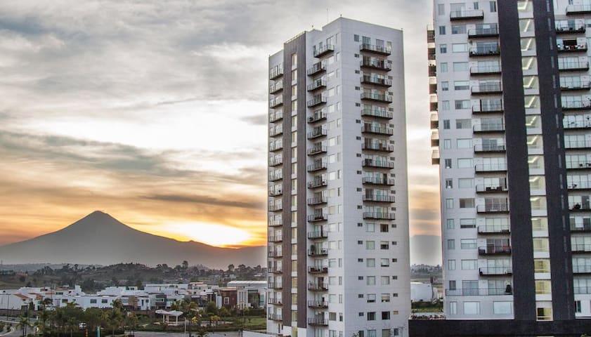 Terraza, vista panorámica de Puebla y sus volcanes