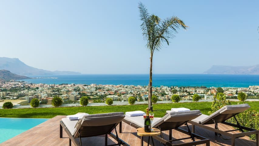 Villa Emilia /Sea view, luxury, heated pool*offer*