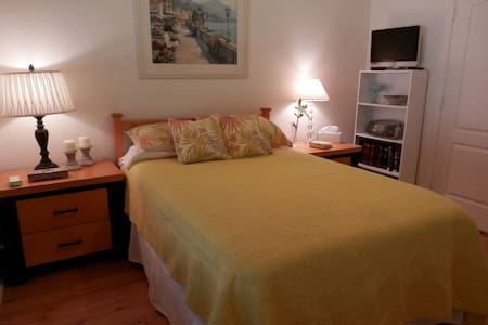 Sunny Bedroom w Shared Full Bath in Wellington - Royal Palm Beach - 一軒家