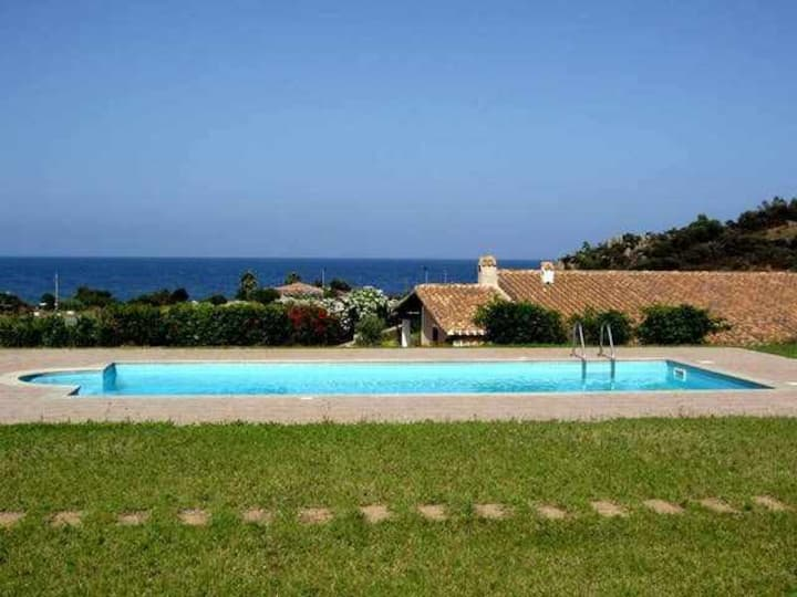 nice apartment with pool and sea view