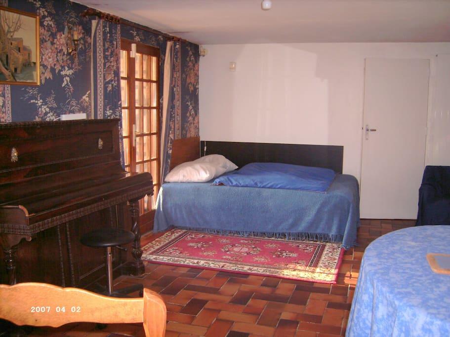 chez nicole une belle chambre en rez de jardin maisons louer ver sur launette nord pas. Black Bedroom Furniture Sets. Home Design Ideas