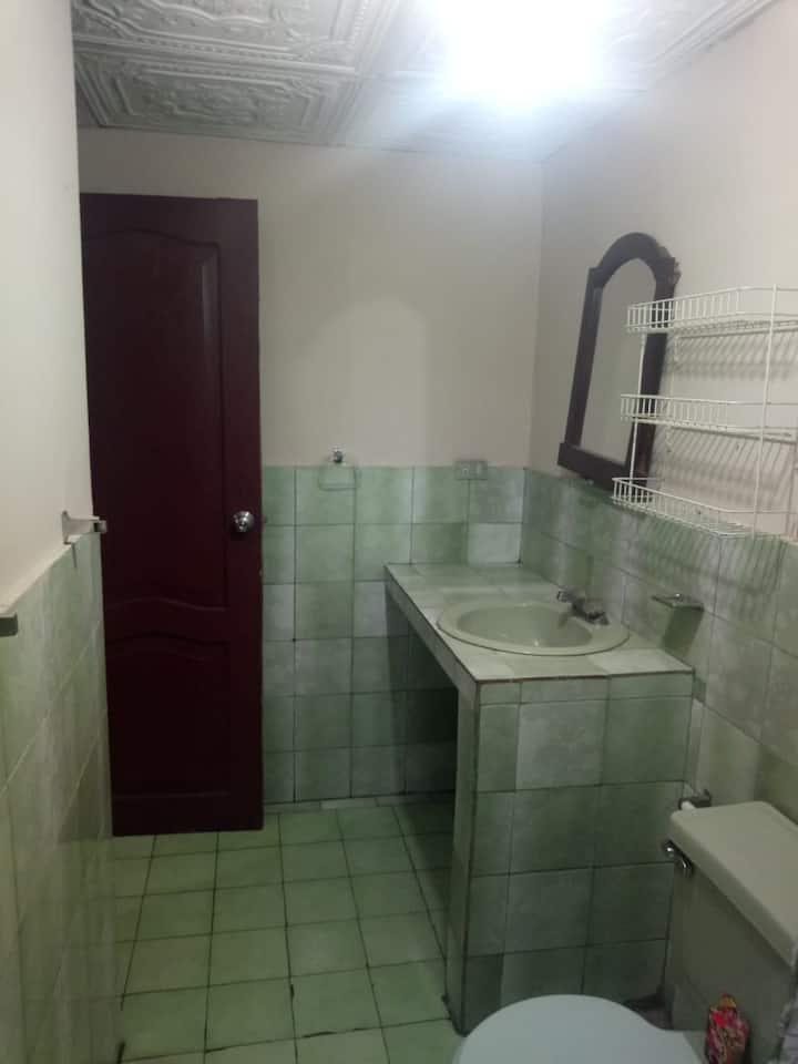 Alquiler de suite privada independiente con baño