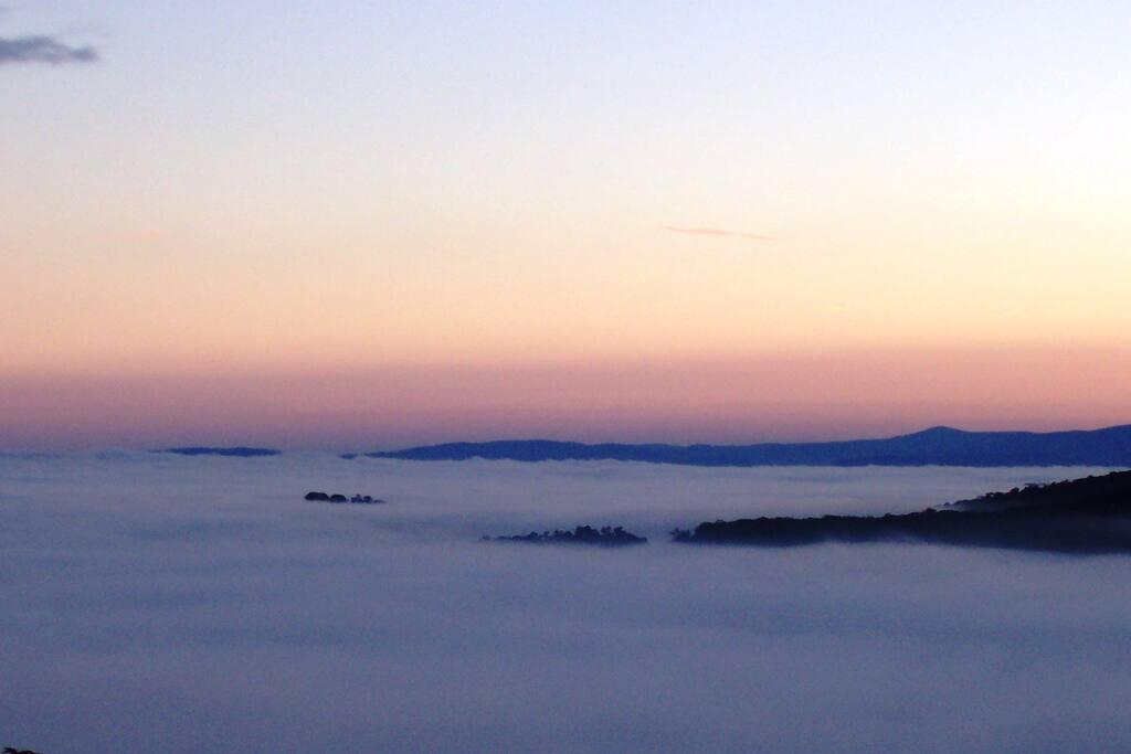 Sunrise on a foggy morning - Mountview Spa Cottage