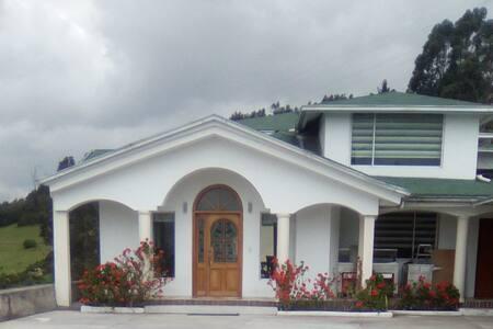 """""""Villa de los Geranios"""" naturaleza, paz y descanso"""
