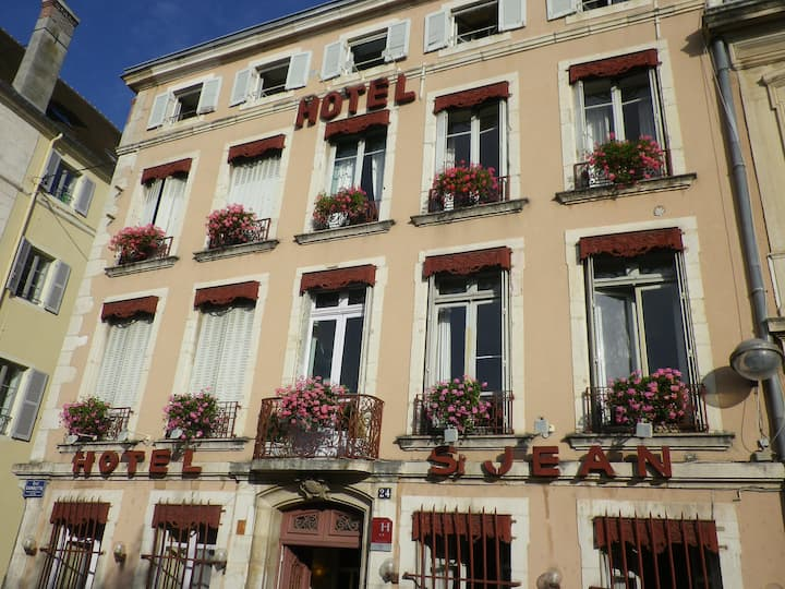 Chalon/Saône : centre,  ancien hôtel particulier,