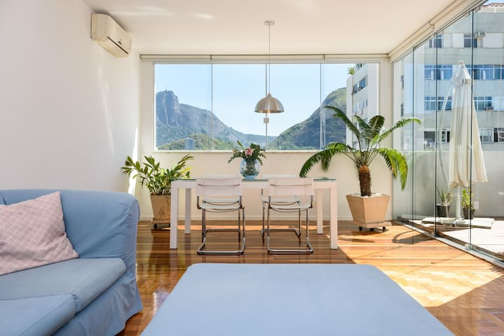 Lovely penthouse with a stunning view in Ipanema