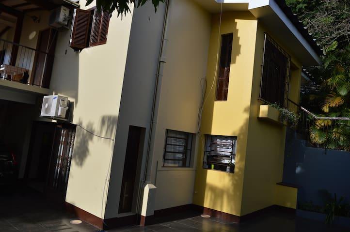 Casa amarela (quarto2)