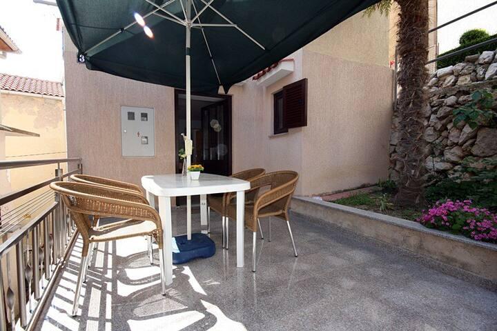 Comfortable apartment by the sea - Apartment Cicak Slavko A2