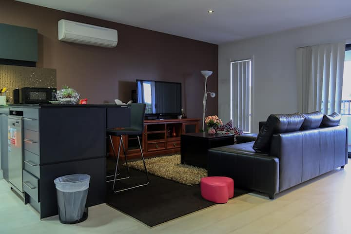 Sunny Stylish Apartment In Werribee Town Centre