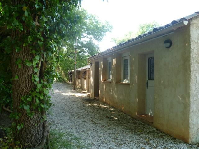 petite maison independante - Besse-sur-Issole