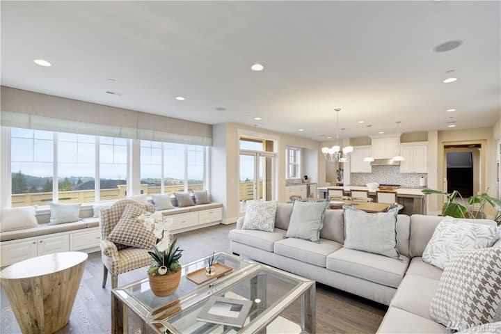 Welcoming Luxury Home with breathtaking views