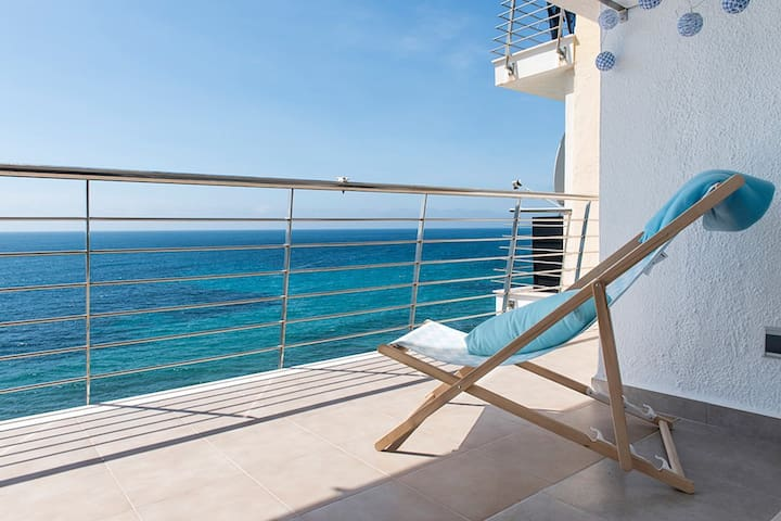 The Paradise: apartment over the Sea