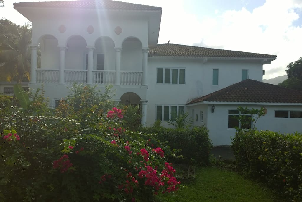 front view of garden with main villa and aparment