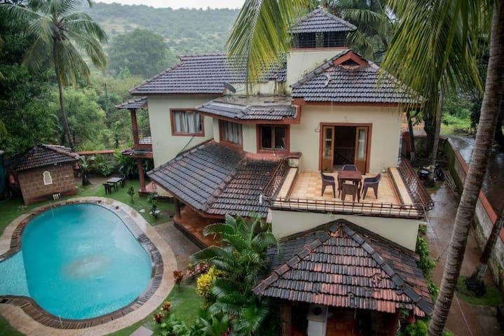 Private resort villa with common pool