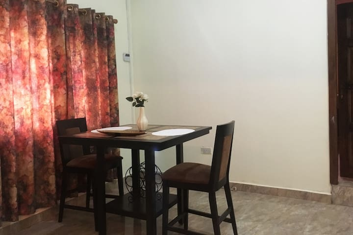 Private Room in Cozy Home - Accra Metropolis - บ้าน