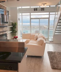 Toronto Luxury Versace Loft 10 mins from CN Tower