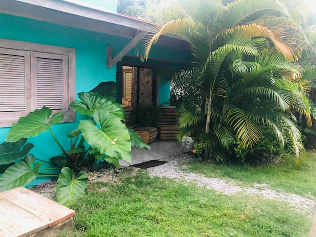 Family Getaway 7 Minutes from the beach