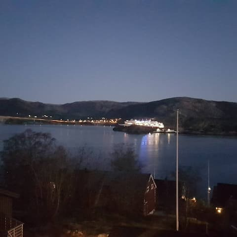 Leilighet i 2 etg med panoramautsikt til sjøen!