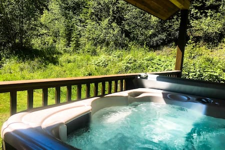 Wells Gray Hideaway (Hot Tub) - Clearwater B.C