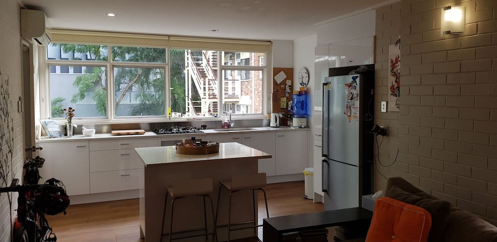Entire apt. Long term preferred. 2 bed in New Farm