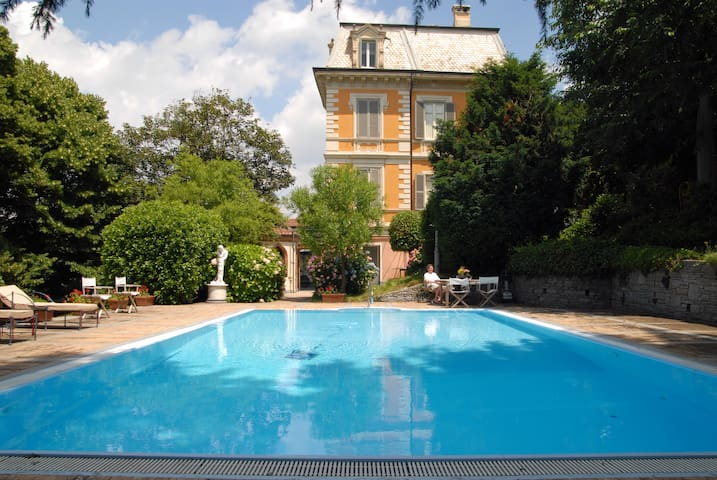 Villa I Cedri with swimming pool, Turin