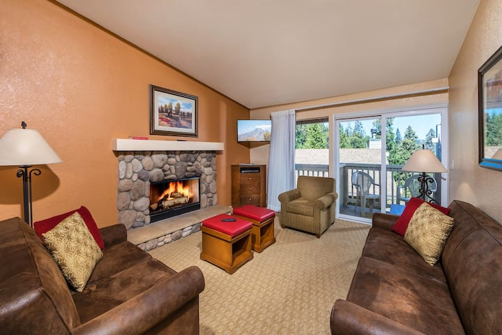 Lake Arrowhead Chalets - Spacious 3 Bedroom