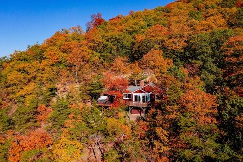 The Bear Den - Mountain Cabin w/ Spectacular Views