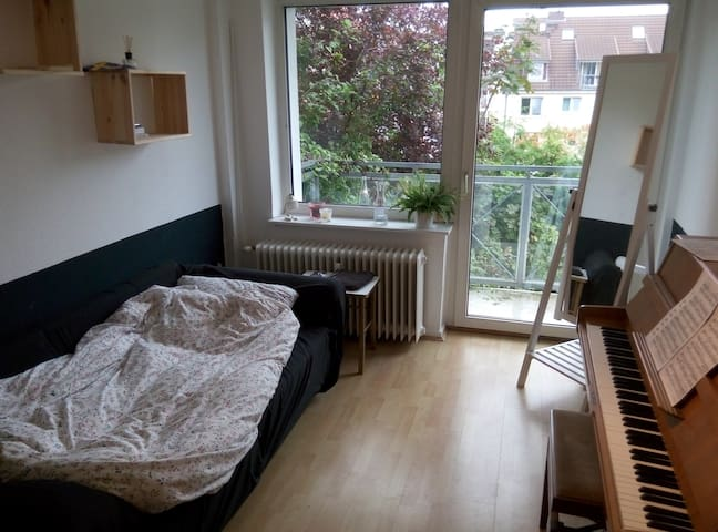 Cosy single room close to railwayst. (+balcony!) - Hamburg