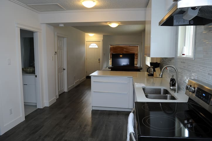 110 27Ave NE - MODERN 2BR HOUSE BY DOWNTOWN