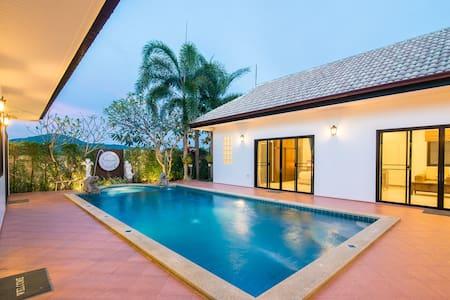 Pool villa near farm 15 mins drive to night market