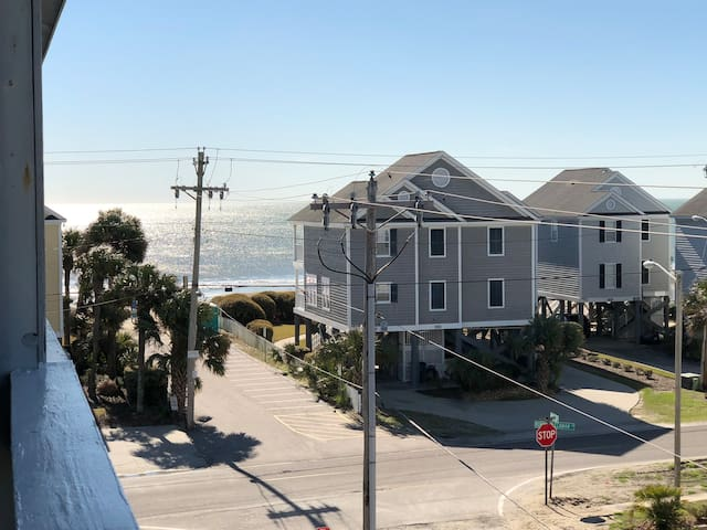 Beach Condo🏖Ocean View+Balcony+Pool+Loft+Top Floor