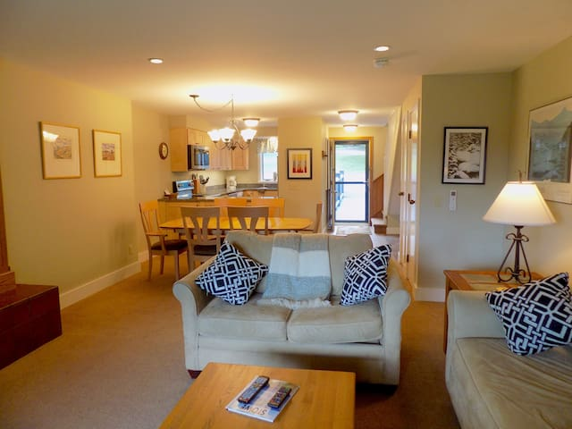 Stowe Lodge Condo ~ pool/tennis/ski in, ski out