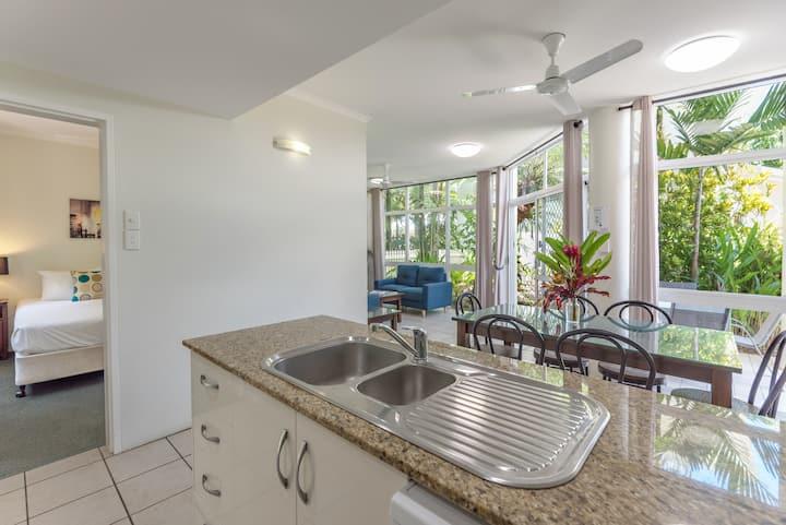 Tropical Nites- Deluxe Three Bedroom Townhouse
