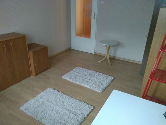 Close to airport, nice room for two - Cracòvia - Pis
