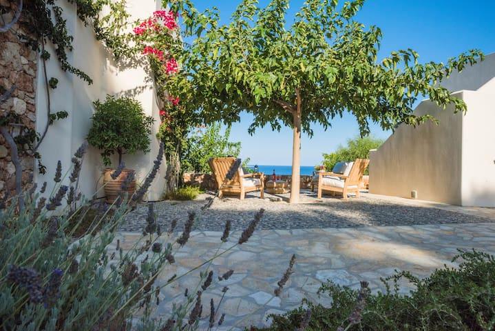 Arianne Villa, Summer House in Palaiopolis