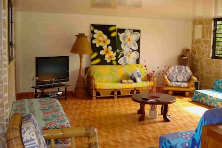 Taharuu Surf Lodge - Papeete - Pension