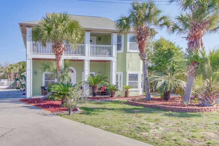 Expansive family-friendly home with ocean views and great location near beach!