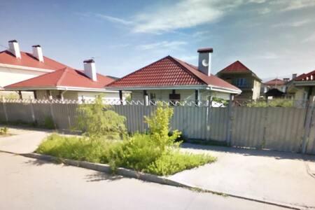 Уютный дом в Олимпийском парке (рядом море, горы) - Adlerskiy - Huis