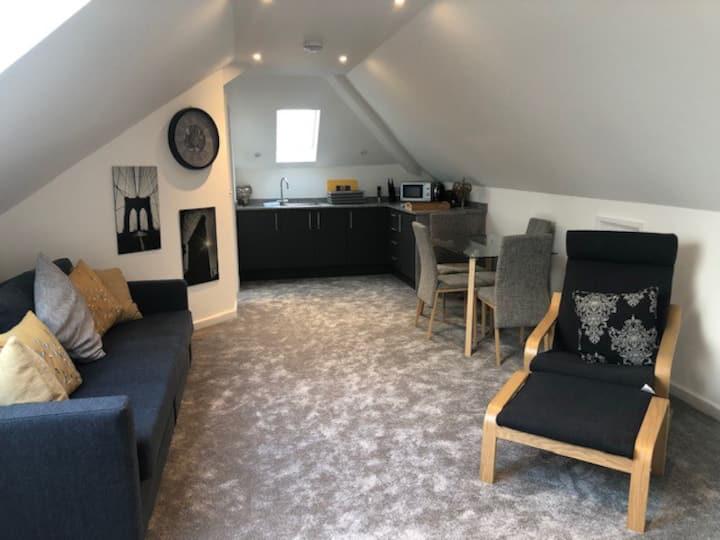 Merrydown - spacious converted loft apartment