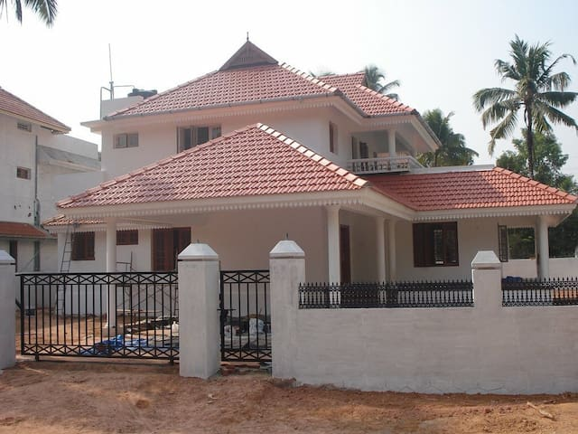 4BHK Villa in North Paravur, Aluva - Ernakulam - Hus