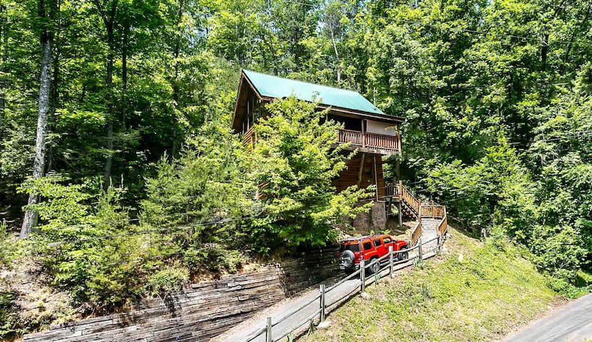 April30-May5DealSugarBearHotTub2PersWhirlpoolWIFI - Sevierville - Cabane