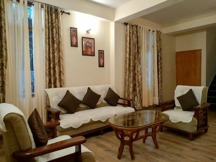 A&A Bed and Breakfast 2BHK Apt Mall road shimla 2f