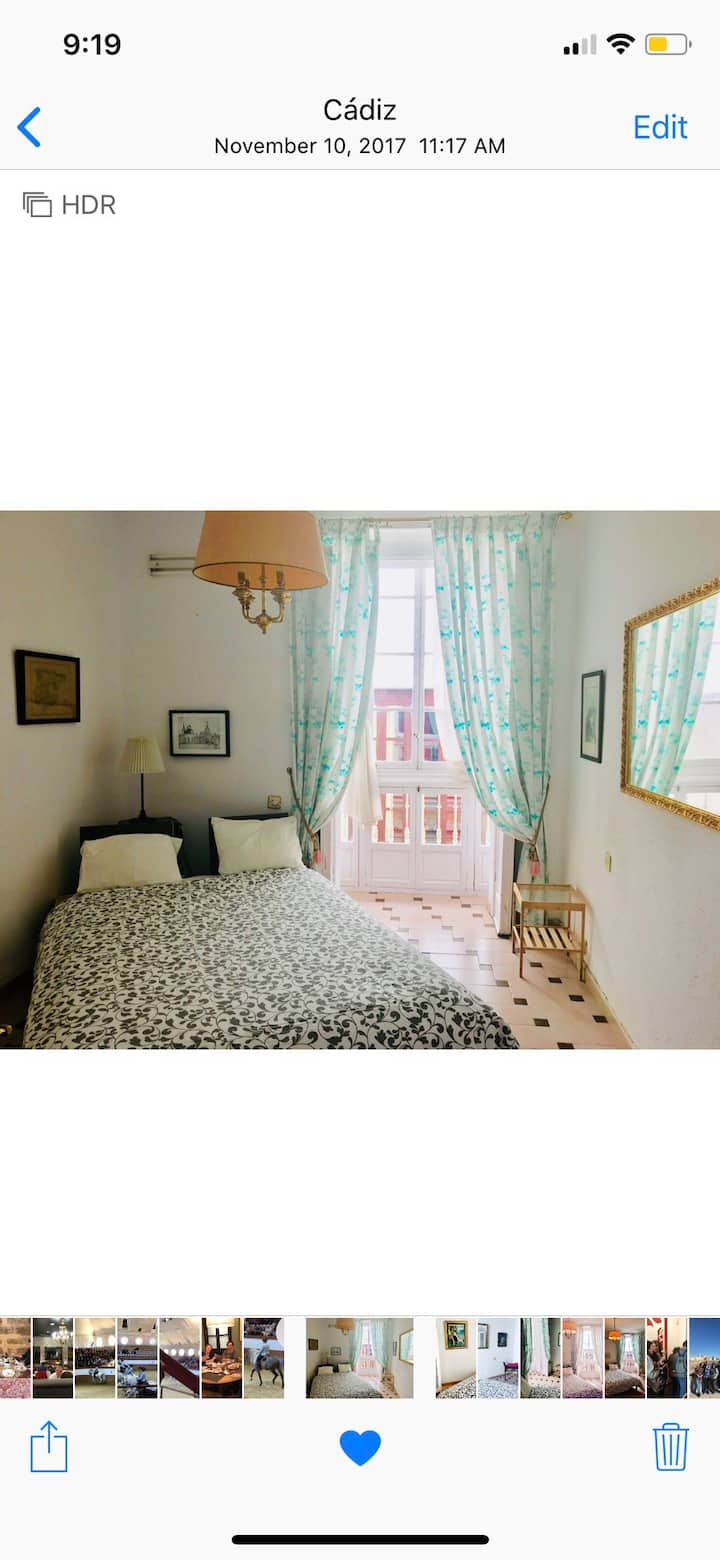 Historic Center, comfortable room with balcony.